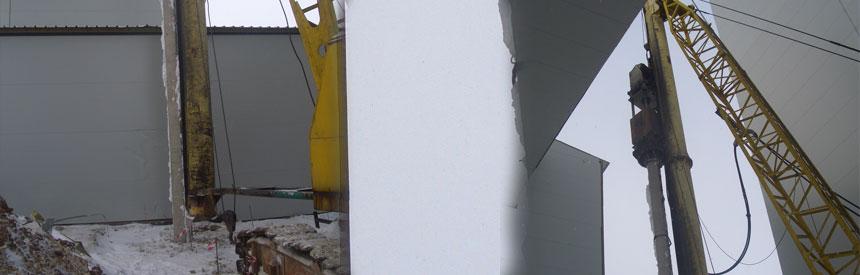Забивка свай гидромолом РОПАТ на базе ДЭК-251 в стесненных условиях на расстоянии 1 м. от существующего здания